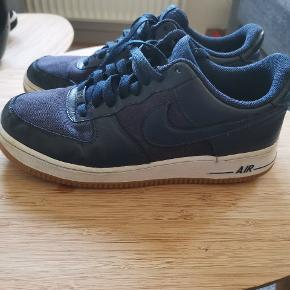 Nike Air Force One Low. Der er kun skoene.