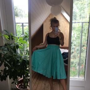 Tyrkis lang nederdel købt genbrugt🦎🦎 Kan også passes af en S!