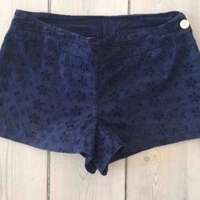 Fine mørkeblå broderi anglaise Shorts, pæn stand.