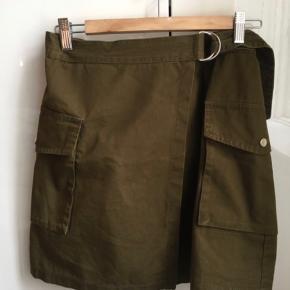 Slåom nederdel fra H&M.  Købt sidste år.