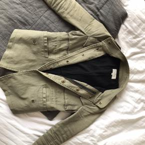 Sælger min Neo Noir jakke da jeg ikke får den brugt Kom gerne med bud😊