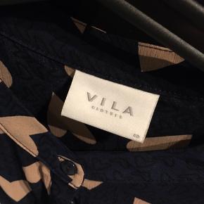 Sød skjorte fra Vila med hjerter.