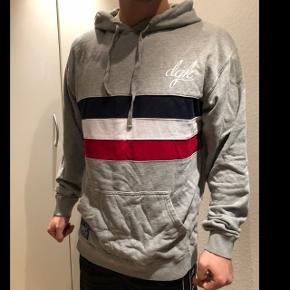 Jeg er 182 cm. DGK hoodie. Kan levere i Aalborg, ellers betaler køber fragt.