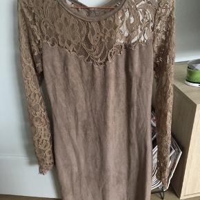 Den lækreste og blødeste kjole fra Buch sælges 😍🤭  Brugt 1 gang - den er derfor i rigtig fin stand 🌸  Str. S