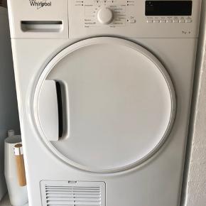 Whirlpool kondenstumbler. 7 kg B, fritstående og velholdt. Brugt meget lidt står bare og fylder. Købt for 3999 kr. Byttes evt. for et velfungerende, velholdt og fritstående køleskab . 🌸