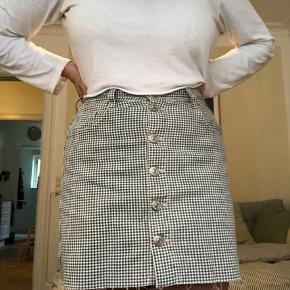 Super fin ternet nederdel fra Zara, aldrig brugt 🌻 Fitter en S  Mødes og handle i KBH eller sendes med DAO