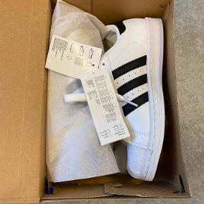 Adidas Superstar i hvid m. sorte striper