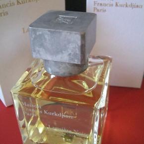 """Fantastisk niche parfume """"Lumière Noire homme"""" fra Maison Francis Kurkjian. Købspris 1250kr. 70ml. Testet med enkelte spay så helt fyldt se billede. Leveres i sine æsker. Perfekt stand, som ny."""