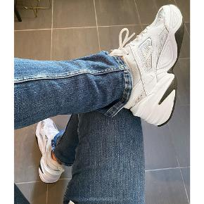 Jeg har besluttet at sælge mine fede Nike M2K Tekno sneakers 👟. De er brugt i en kort periode, så de er ikke fuldstændig som nye, men de er stadig i rigtig god stand uden markant slid eller brugstegn ☺️ Nypris: 800, kom med et bud!