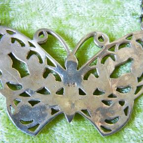 Stor flot sommerfugl i 925 sølv i keltisk design.  Kæden er ca. 24 cm lang og sommerfuglen måler 3x5 cm. #30dayssellout