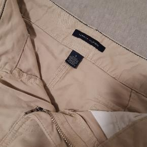 Fin og sommerlig nederdel fra Tommy Hilfiger. Standen er helt som ny.