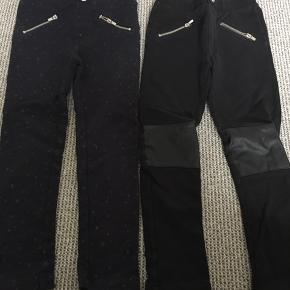 Lækre leggings i kraftig kvalitet. Mørkeblå med glimmer stjerne og sorte med læderlap på knæene. 50 kr pr par eller 2 for 80 kr. Afh i 6710