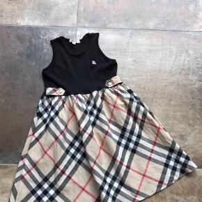 Fin fin yndig kjole sælges Fin stand Sender gerne 38.-