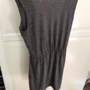 Super fin sommer kjole fra Selected femme xs med åben ryg. Aldrig brugt.  Nypris 259kr.