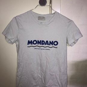 Super fin t-shirt fra Wood Wood. Ingen tegn på slid. Sælger udelukkende fordi jeg ikke får den brugt nok. Nypris 400kr