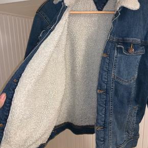 Super fin jakke stort set så god som ny.