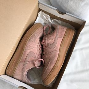 Sælger disse Nike air force