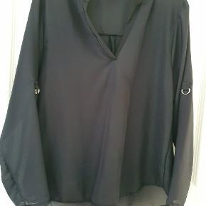 Sort skjorte sælges Aldrig brugt Ca 73 cm længde og ca 51 cm bryst  Jeg er at finde hos Take Now i Næstved på stand 30 d 25 august hvis du vil se mere