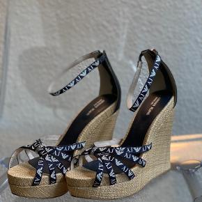 Armani sandaler