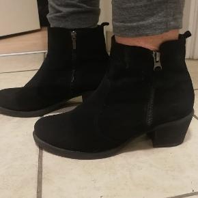 Lækker komfortabel støvle, sort Nubuck, brugt en enkelt gang, mrk Sbar