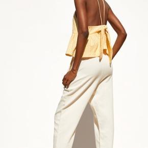 Sælger denne fine, gule top fra Zara.  Den er aldrig brugt før  Np 200kr