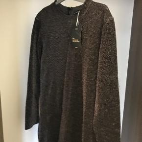 Helt ny kjole fra ZARA. Den er varm og tyk indvendig. Fra en limited collection. Np er 550 kr. Byd gerne
