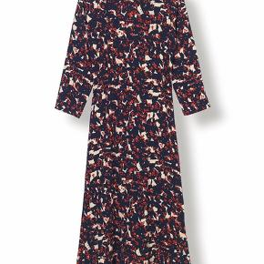 Mega fin kjole nypris 1300,-   Kom med et bud