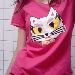 Fin 00'er agtig trøje som jeg fik for længe siden, men ikke rigtig har brugt :) Er også til salg på andre sider:)