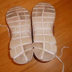 Varetype: Sneakers som nye Farve: Sølv Oprindelig købspris: 600 kr.  Så lækre, men må have ryddet lidt ud.  Max. været på i 5 timer  Str 38 ca. 24,5 cm i indvendig mål  Pris 150 pp