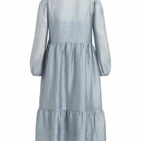 Vila virichter kjole med flæser og lange ærmer. Størrelse XL/ 44 . Ubrugt med prismærke 💙✨👗