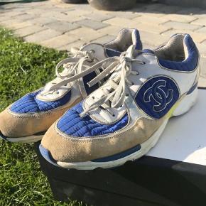 Chanel sneakers str40, men kan passe mindre hvis der bruges en sål