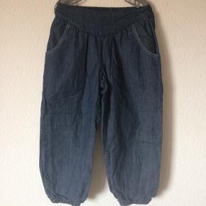 Wheat - ballon jeans Str. 116 Næsten som ny Farve: mørkeblå Lavet af: 100% cotton Køber betaler Porto!  >ER ÅBEN FOR BUD<  •Se også mine andre annoncer•  BYTTER IKKE!