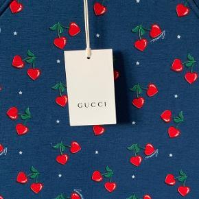 Super sød kjole fra Gucci desværre for lille til min datter