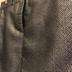 Helt ny nederdel Lårkort Perfekt til nytår 36cm lang Talje 38x2cm