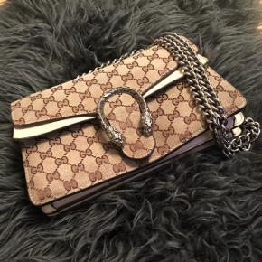 Gucci taske, praktisk og flot, brugt men god kvalitet Byd