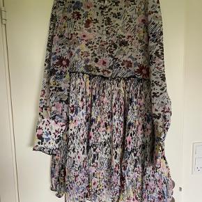 Smuk Ganni kjole - brugt til et bryllup. Kom med bud.