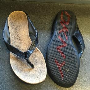 DKNY sandaler
