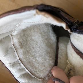 Angulus støvler med foer  Er brugte og der er slid i foret - stadig gode  Se også mine andre annoncer