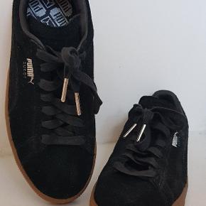 NEDSAT PRIS😉 Spritnye sneakers i sort ruskind. Brug 1 time indendørs.