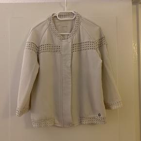 Rigtig fin blazer/trøje med lynlås og broderi str L (passer M)   Kommer fra røgfrit og dyrefrit hjem     #30dayssellout