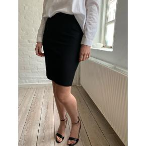 Pencil skirt from ACNE in great condition. The fabric is 100% wool ⭐️ New price: 2400 kr.