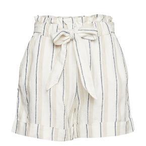 Helt nye shorts i ren hør. Let højtaljede med bindebånd som kan tages ud.