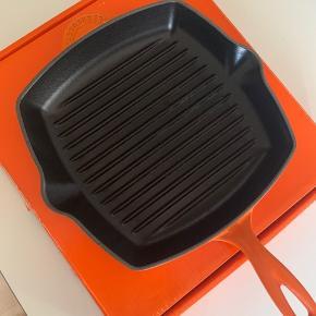 Le creuset grill pande, i farven orange, brugt 1 gang 😀 - vi har original æsken ..  nu pris er 1199 kr