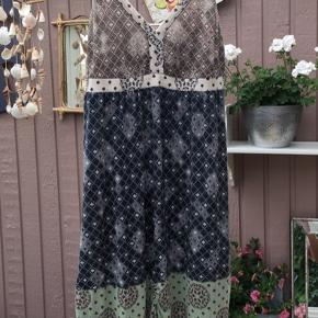 Fineste sommerkjole fra Odd Molly - så god som ny! Str. 4 (42/44) Handler Mobilepay og sender altid forsikret med Coolrunner