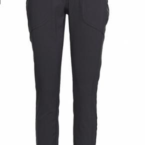 Helt nye bukser - stadig med prismærke   Købt i forkert størrelse  Ny pris 700kr