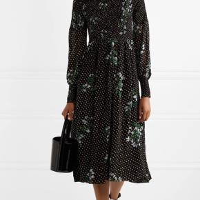 Fin kjole fra Ganni sælges.  Brugt enkelte gange, fejler intet.  Str. 40/L Bytter ikke, køber betaler Porto og TS gebyr