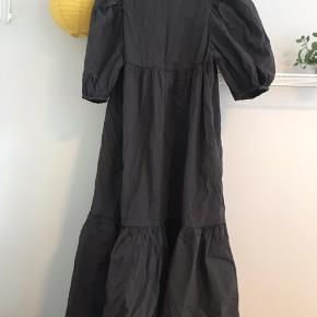 H&M kjole str. S Brugt få gange!  Købspris: 450kr   Køber betaler fragt📦 Sender med PostNord📬 Tager ikke vare retur💌 Bytter evt. ved gensidig interesse☝🏼 Mængderabat gives🌸 Betaling via Mobilepay📲  Instagram: @kamilleskauge