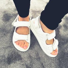 Raid sandaler