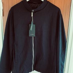 ZARA fin jakke  Super lækker men desværre aldrig brugt  Nypris 500kr