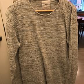 God sweater fra Minimum. Synes den fitter large. Fejler intet. 😃